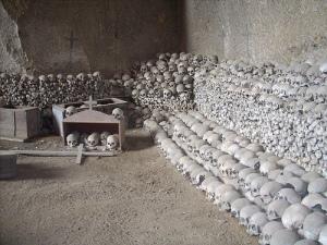 cimitero delle fontanelle luogo di culto ossario