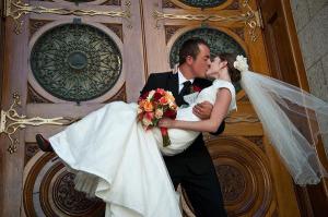 sposi, soglia di casa, fortuna